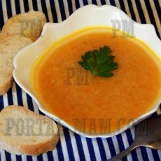 Морковь с яблоком очень хорошо сочетаются и не только в виде сока. Суп из них получается великолепный.