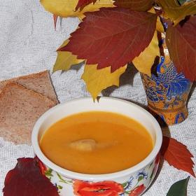 Яркий осенний суп, вкусный и питательный из простых продуктов. Яскравий осінній суп, смачний та поживний з простих продуктів.
