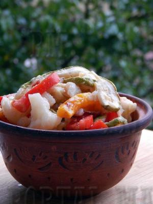 Асорті осінніх овочів в легкому сооусі.