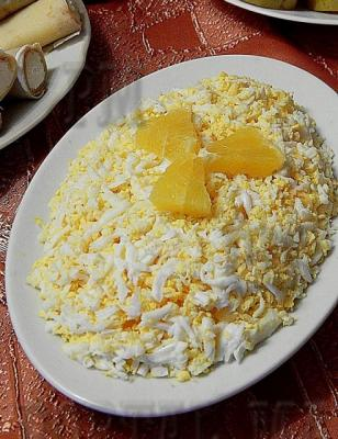 Апельсины, яйца, лук и майонез - необычное сочетание, но очень свежее и вкусное.